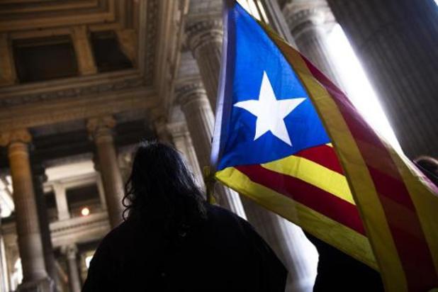La Catalogne confine quelque 200.000 personnes