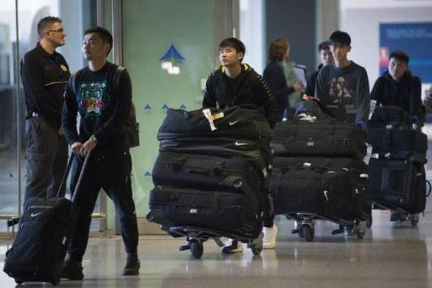 Le club de football de Wuhan Zall revient en Chine après six semaines en Espagne