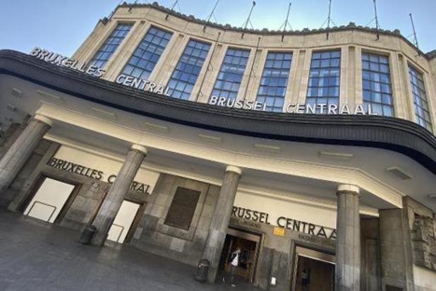 Une centaine de personnes à la gare de Bruxelles-Central pour un flashmob