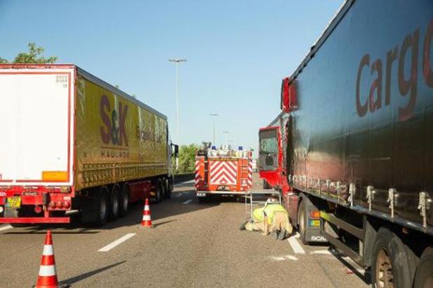 Twee dodelijke slachtoffers bij reeks ongevallen op de E17