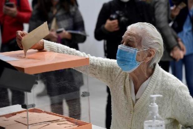 Stembusgang vervroegde regionale verkiezingen Madrid begonnen