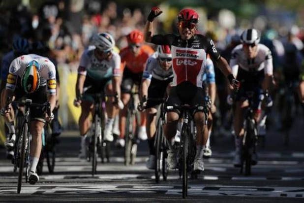 Australiër Caleb Ewan schenkt Lotto Soudal na knappe sprint winst in 3e rit