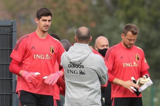 Belgen in het buitenland - Thibaut Courtois verschijnt op trainingsveld bij Real Madrid