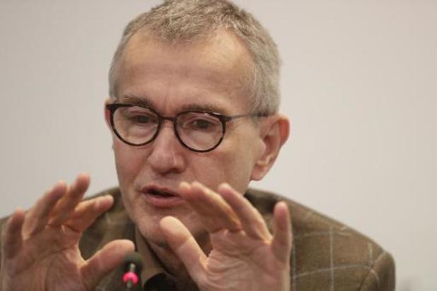 Minister Vandenbroucke krijgt eerste vaccinprik
