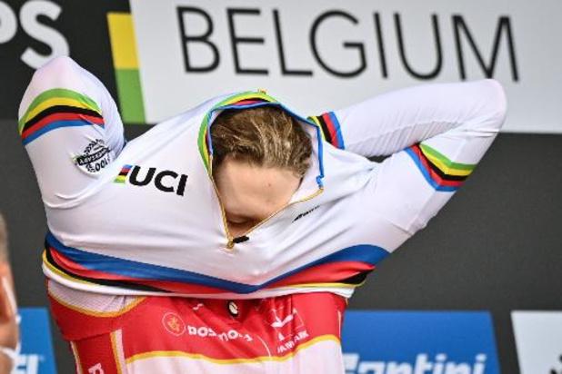 Des dizaines de maillots cyclistes aux couleurs de la Belgique et de l'UCI dérobés