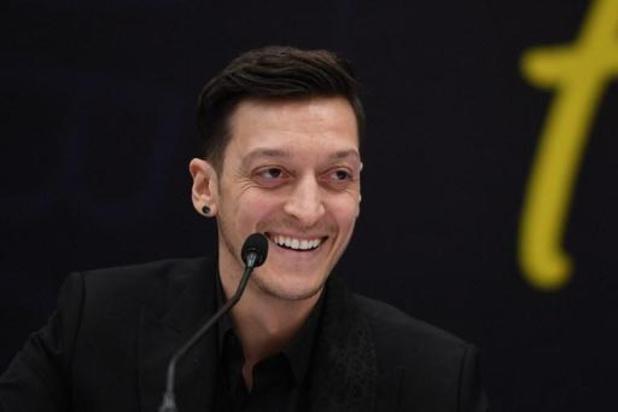 Mesut Özil sluit terugkeer naar Duitsland uit