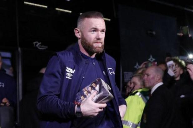 Supporters Millwall jouwen spelers uit tijdens knieval