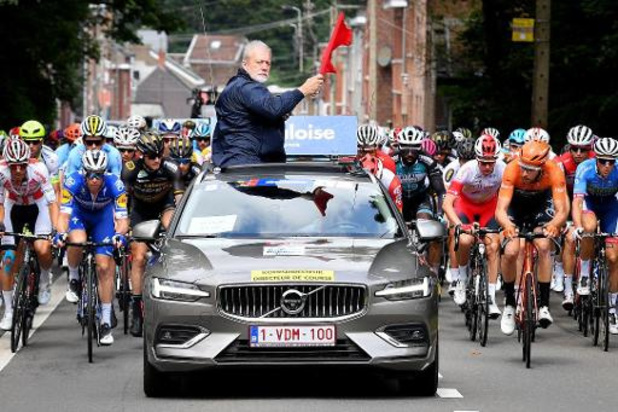 Wielertoeristen rijden samen met profrenners virtuele Baloise Belgium Tour