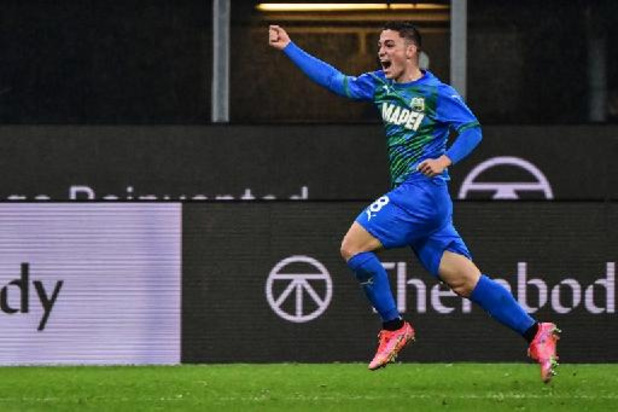 AC Milan gaat ondanks assist Saelemaekers kopje onder in slotfase