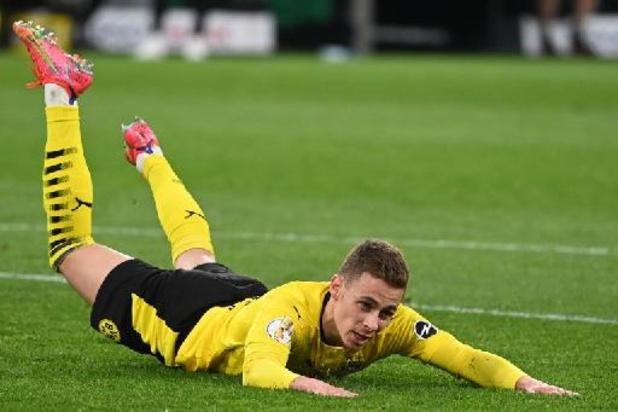 Les Belges à l'étranger - Dortmund, avec Thorgan Hazard buteur, en passe cinq à Holstein Kiel et se hisse en finale