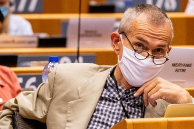 Nieuwe minister van Volksgezondheid raadt aan om contacten te beperken tot drie personen