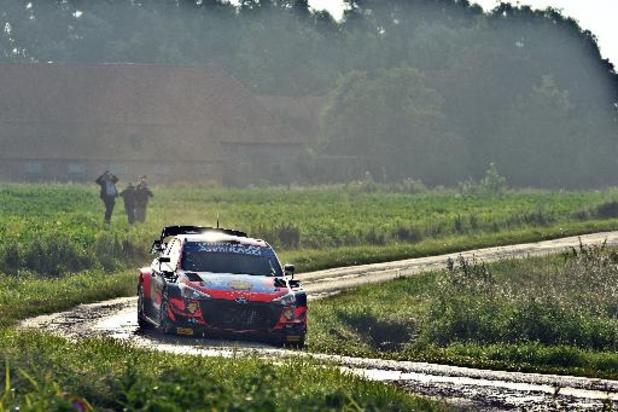 Ypres Rally - Neuville komt ongeschonden uit zware ochtendronde