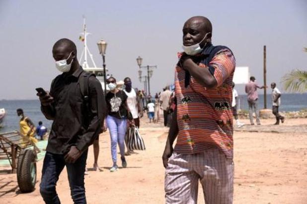"""Hausse des cas de Covid """"importés"""" au Sénégal, qui durcit les conditions d'entrée"""