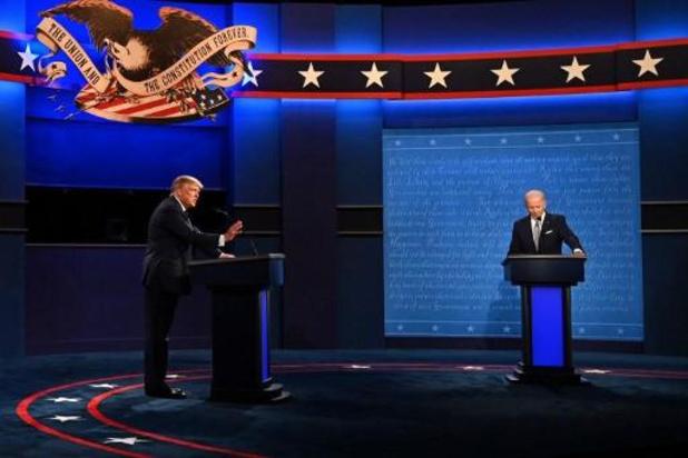 Amerikaanse presidentsverkiezingen - Microfoons van Trump en Biden tijdelijk uit als andere spreekt tijdens tweede debat