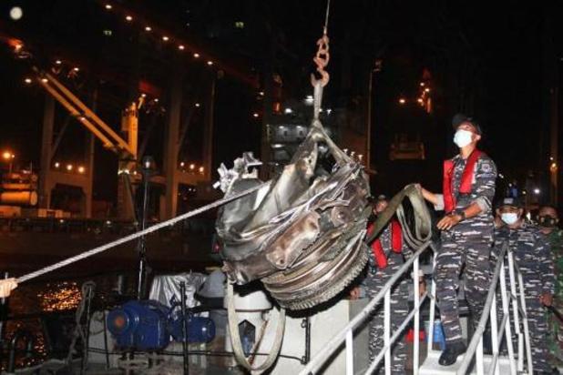 Crash d'un Boeing en Indonésie - Les plongeurs repêchent quantité de débris et de restes humains
