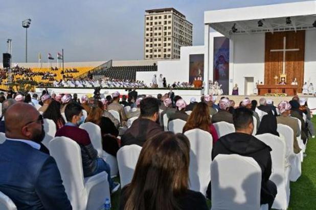 Le pape célèbre sa plus grande messe en Irak, acclamé par des milliers de fidèles