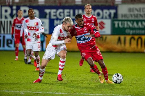 Jupiler Pro League - Le Standard s'enfonce à Courtrai, Gand aligne une deuxième victoire d'affilée
