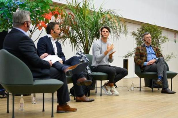 Coens, Lachaert en Rousseau houden het hoffelijk tijdens openingscollege politicologie