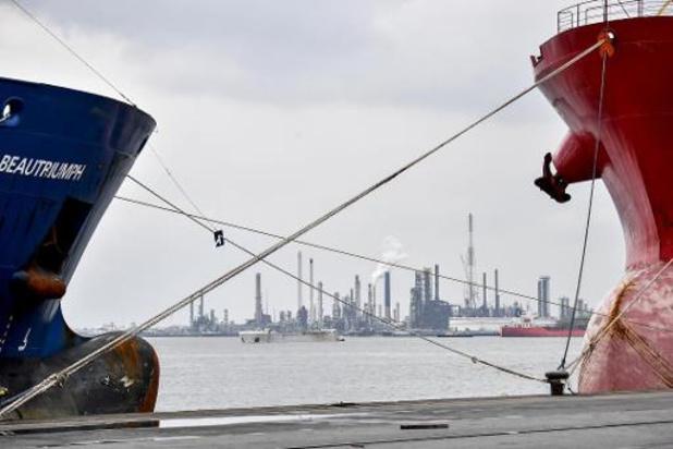Belgische en Nederlands kust verzuren door het wassen van afvalwater van schepen