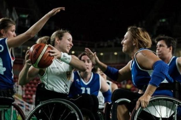 Une employée du comité paralympique gagne une seconde médaille d'or...dans un second sport