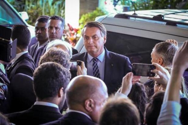 Braziliaanse president Bolsonaro drukt gerucht dat hij besmet is de kop in
