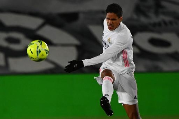 Aderlating voor Real Madrid: ook Varane ontbreekt tegen Liverpool na positieve coronatest