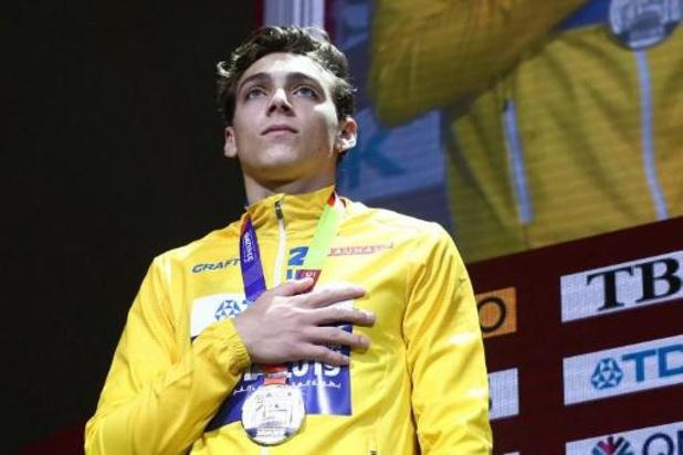 Zweed Armand Duplantis verbetert wereldrecord polsstokspringen