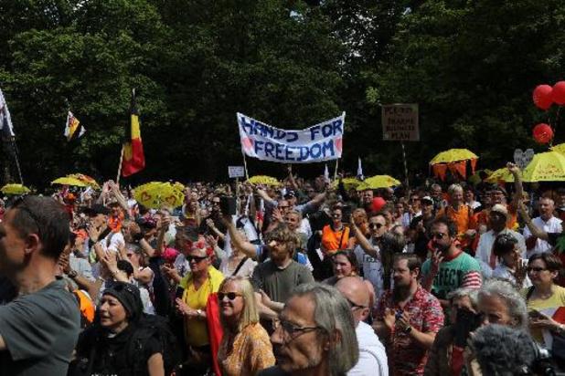 Coronavirus - Les manifestants arrivent au rond point Schuman