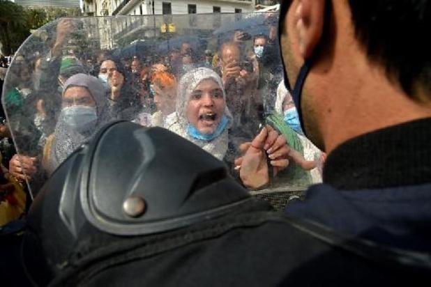 Algérie: marche du Hirak empêchée, nombreuses arrestations, dont des journalistes