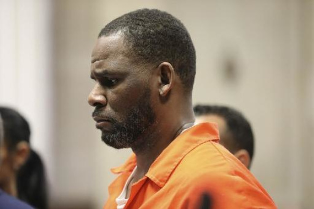 """Zanger R. Kelly misbruikte ook minderjarige jongen"""