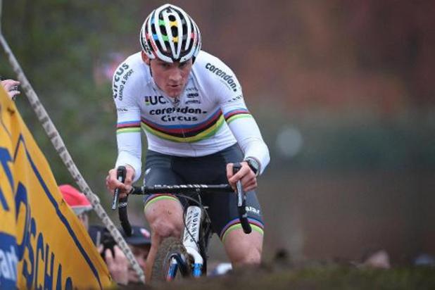 WB veldrijden Koksijde: Mathieu van der Poel domineert opnieuw na inhaalrace
