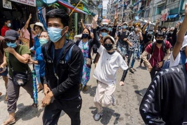 Zware gevechten tussen burgers en militairen in het westen van Myanmar