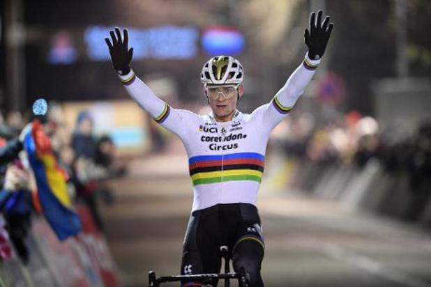 """Superprestige Diegem - Van der Poel zet zes op een rij neer in Diegem: """"Met jeugdreeksen erbij al tien keer"""""""