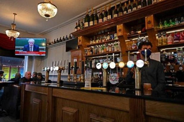 Royaume-Uni: les pubs dans la tourmente avec les restrictions sanitaires