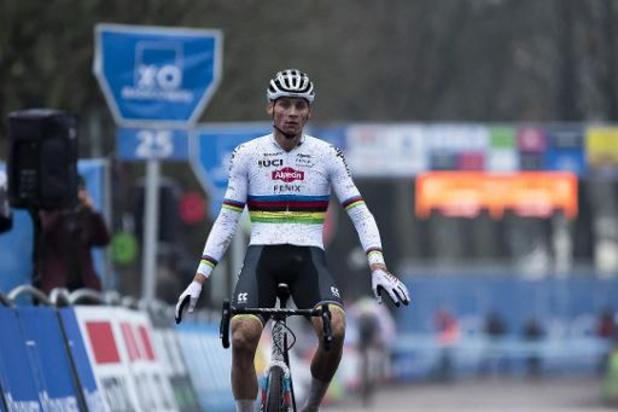 """Trophée X2O - Van der Poel satisfait par sa victoire à Anvers: """"Cela s'est passé mieux que prévu"""""""