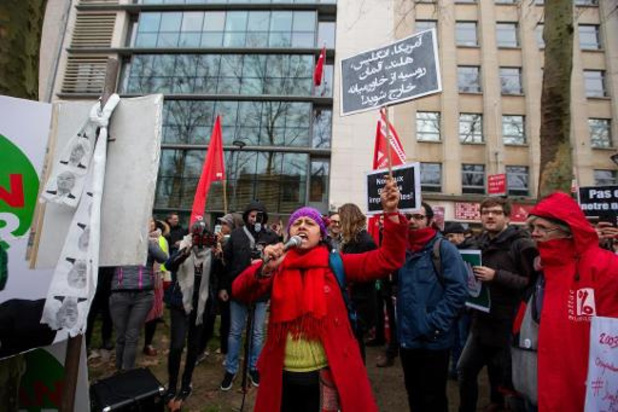 200-tal mensen betogen aan Amerikaanse ambassade in Brussel