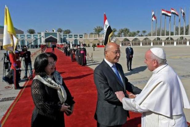 """Pape en Irak: Biden salue une visite """"historique"""" porteuse d'espoir"""