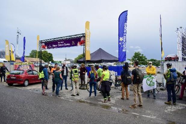 Des manifestants contre l'empreinte écologique du cinéma Drive-in à Namur