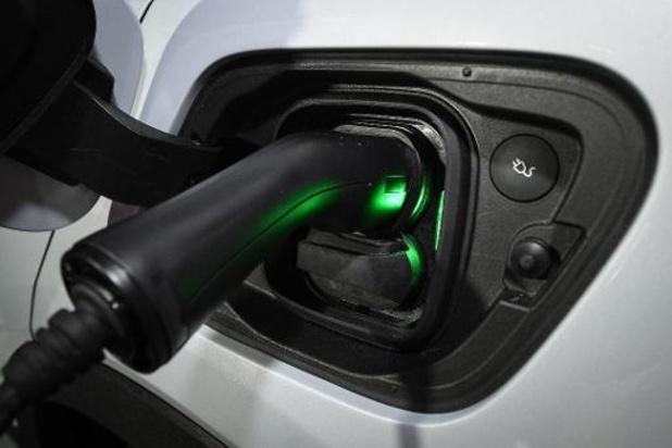 """""""VK verbiedt verkoop nieuwe benzine- en dieselwagens vanaf 2030"""""""