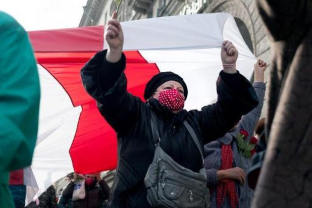 Honderden vrouwen protesten tegen president Loekasjenko