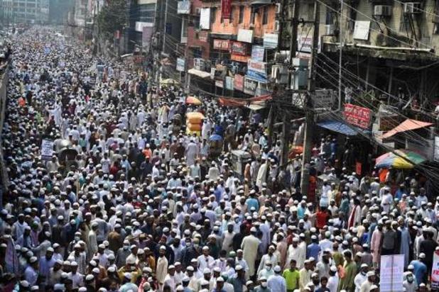 Des dizaines de milliers de Bangladais manifestent contre la France