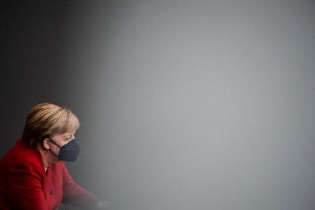 """Pour Merkel, la communauté internationale doit continuer de """"dialoguer"""" avec les talibans"""