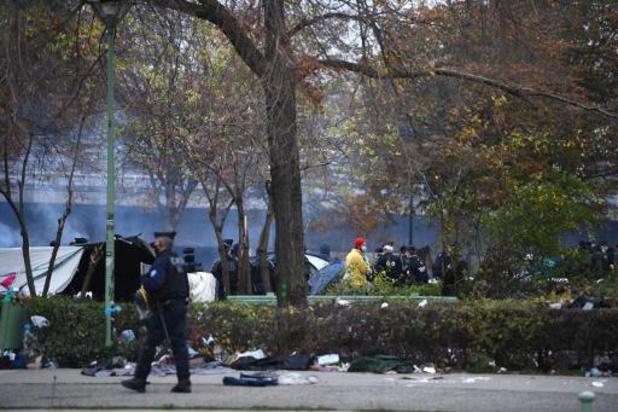Franse politie ontruimt kamp met 2.000 migranten in buurt van Parijs