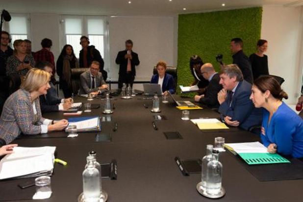 Le gouvernement flamand demande à reporter en janvier les déclarations politiques