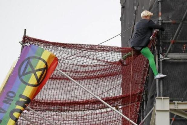 Un activiste climatique arrêté après avoir escaladé Big Ben