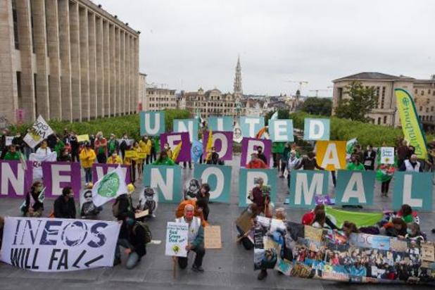 """Tientallen organisaties voeren actie in Brussel voor """"nieuw normaal"""""""