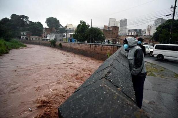 La tempête tropicale Iota, qui a fait neuf morts, entre au Honduras