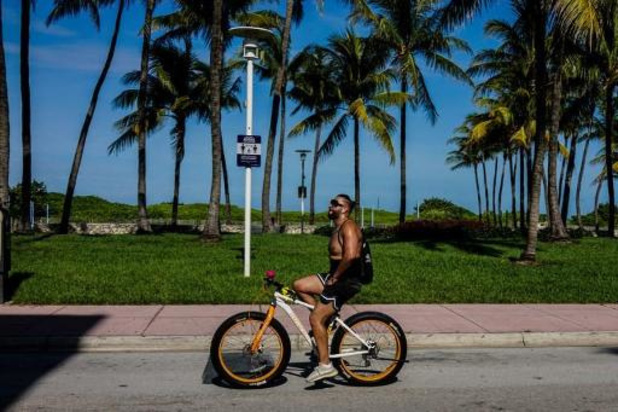 Baignade et bronzette de nouveau autorisées à Miami après trois mois de régime sec