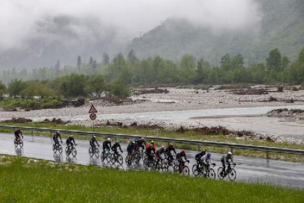 Tour d'Italie : Bernal règne en rose sur les Dolomites, Evenepoel à la traîne