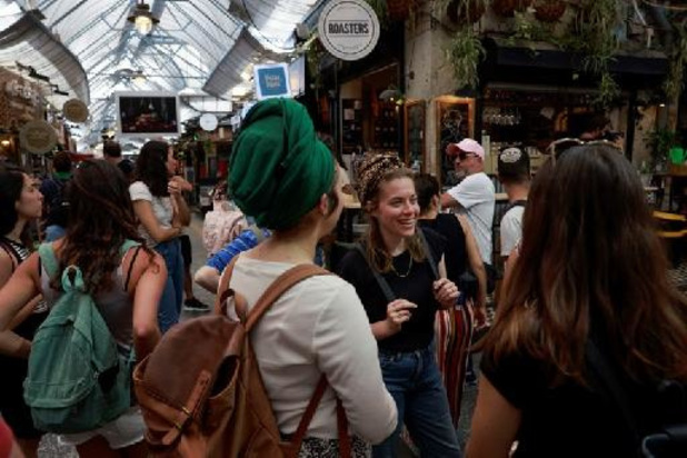 Israël: les masques anticoronavirus tombent